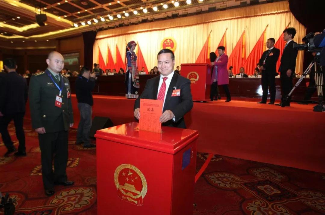 亚博下载利集团李玉明紧跟党走的一年